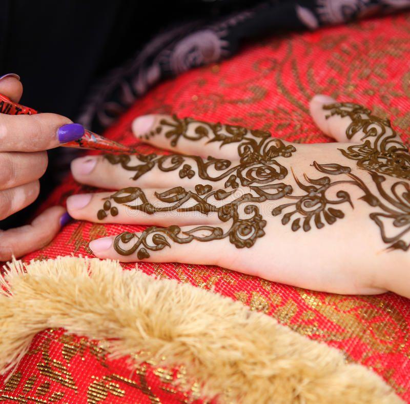 Henna Art A Woman S Hand Being Decorated With Henna By An Arab Beautician Sponsored Woman Hand Henna Art Arab A Homemade Tattoos Henna Ink Henna