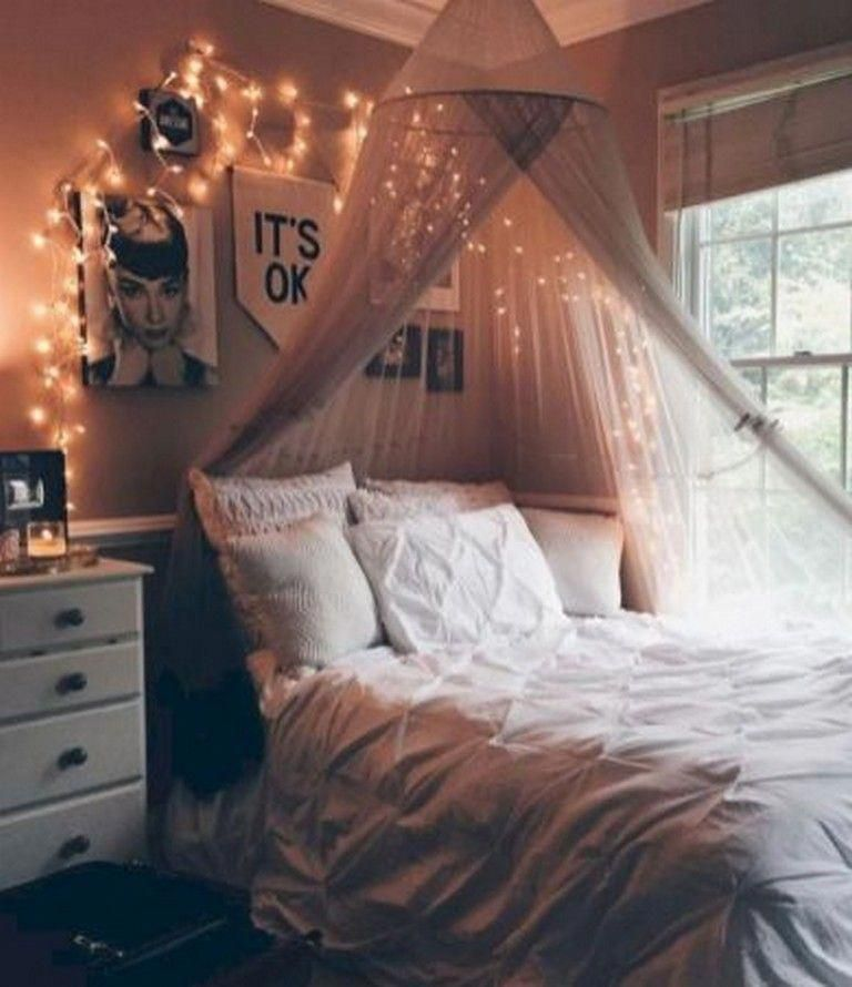 40 Good DIY Bedroom Canopy for Those Renting Apartment #apartmentdecor #apartmentliving #apartmentideas #bedroomdiyideas