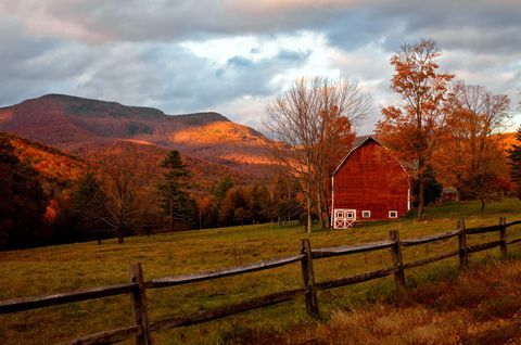 19 Beautiful Barns to Get You In the Fall Spirit #naturallandmarks