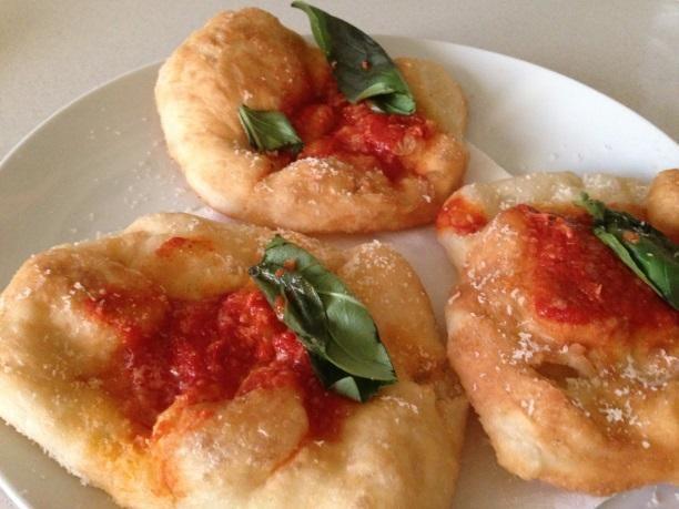 Il #cuoco #Matteo #Martini: preparare tutto in tempo per accogliere gli #ospiti con #gusto. http://www.ospitandoti.com/e-carnevale-facciamo-festa/…