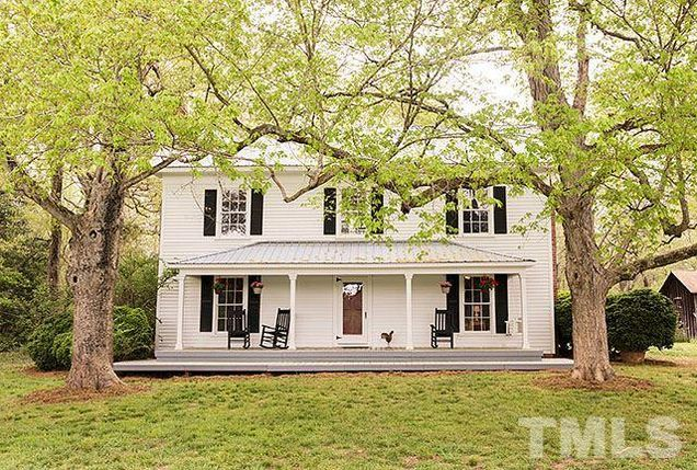 1900 Farmhouse on 9 fenced acres with a 4-stall horse stable