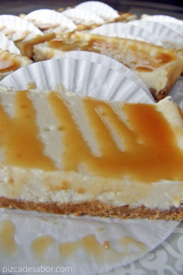 Pay de queso con salsa de caramelo - Pizca de Sabor