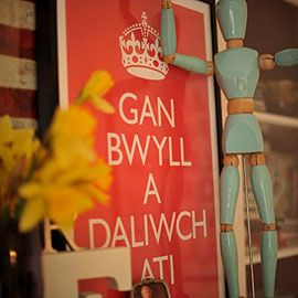 Poster Gan bwyll a daliwch ati (Keep calm and carry on) Poster, £4.20