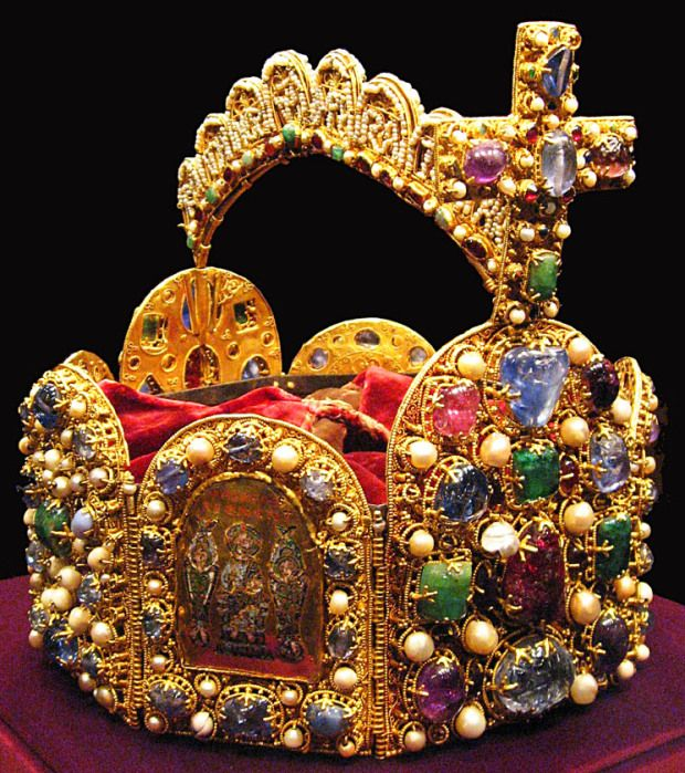 Crowns Middle Ages | Imperial Crown of the Holy Roman Empire, 11th century (Photo ...