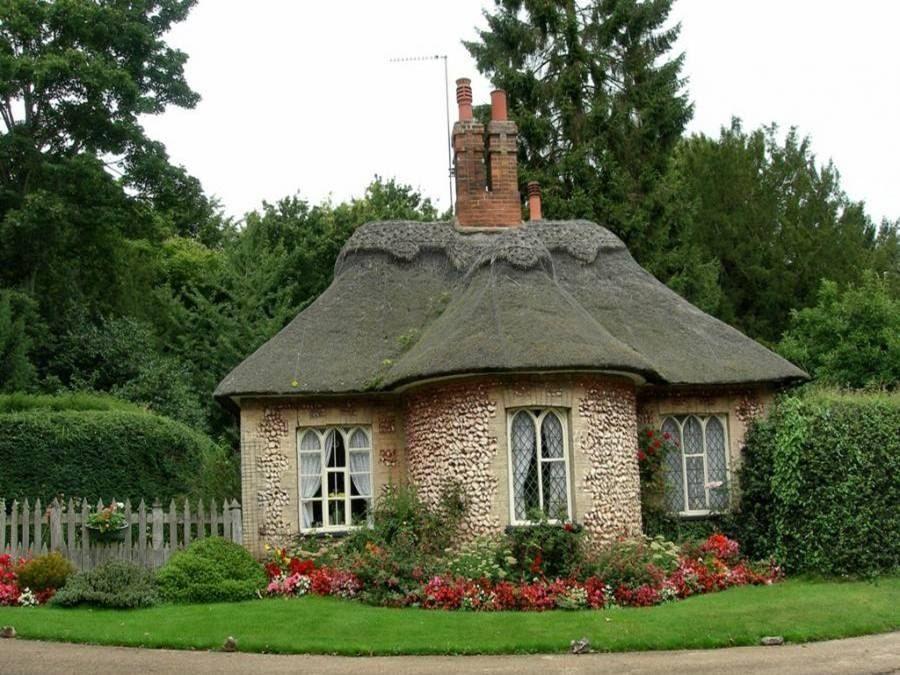 english cottage tiny houses. Black Bedroom Furniture Sets. Home Design Ideas