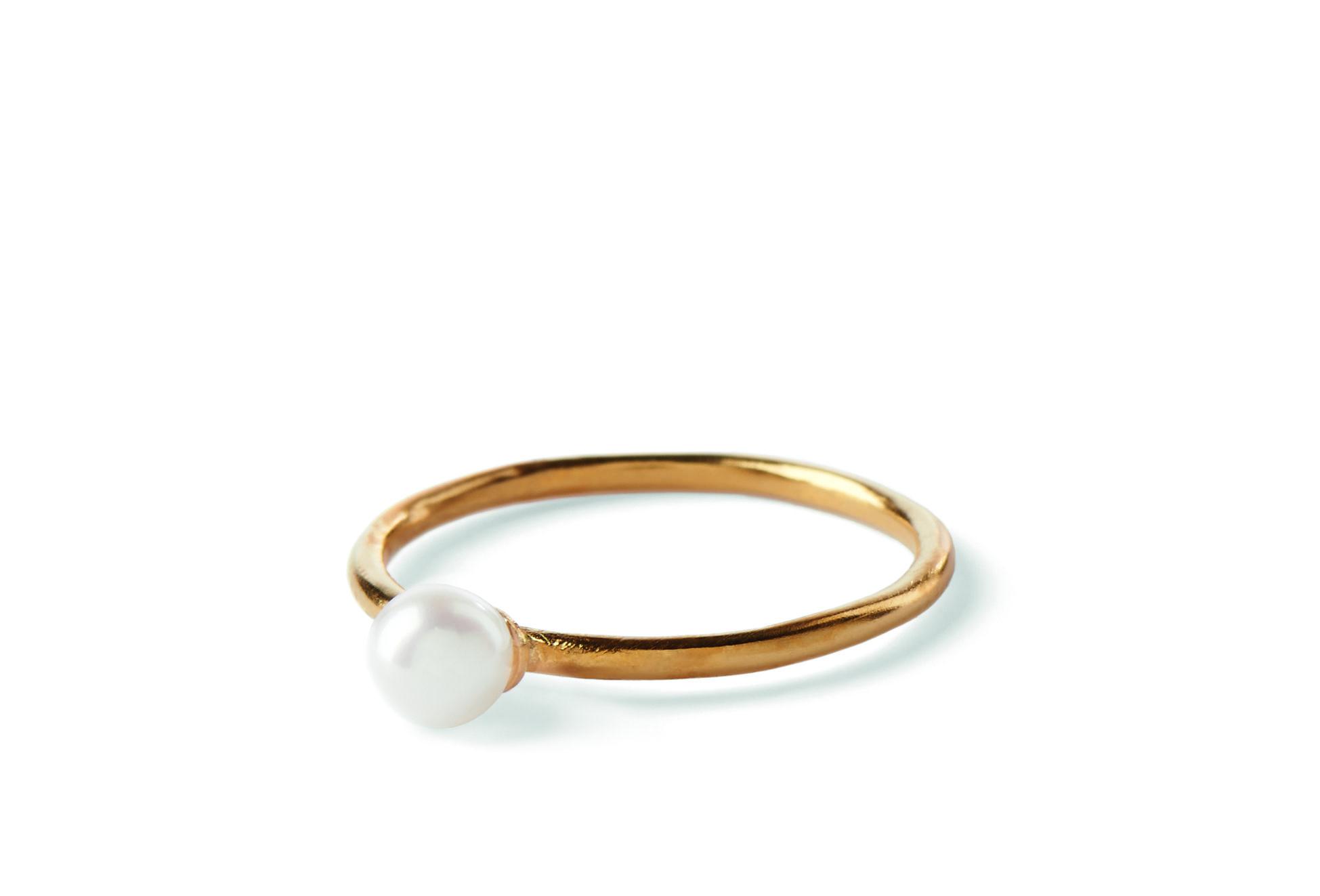 """South Sea Ring Elegant og Klassisk ring med ferskvandsperle. Smuk at kombinere med """" South Sea Ringen"""" og andre ringe.  Ring str: 50 / 52 / 55 / 57"""