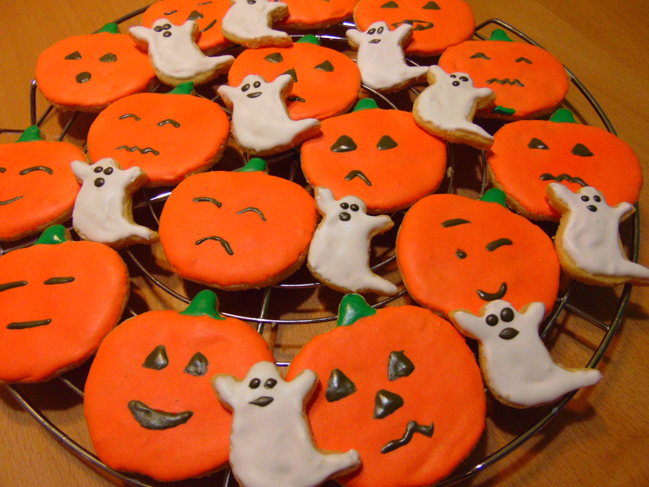 Halloween is near! http://glutenfreelife.jimdo.com/rezepte/plätzchen ...
