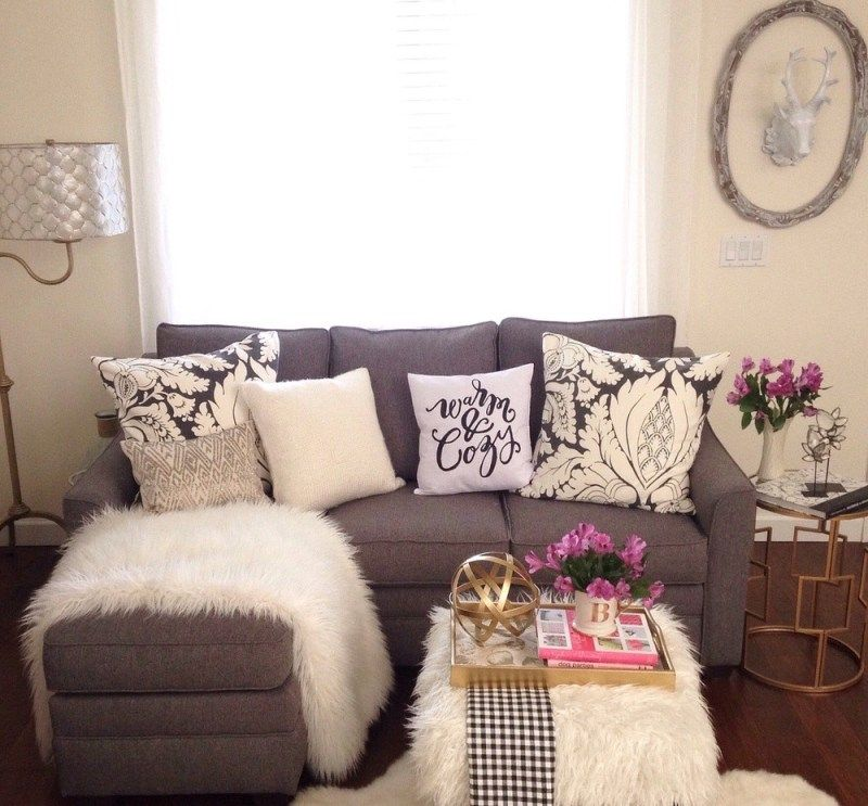 15 inspirations of winter living room decor with faux fur