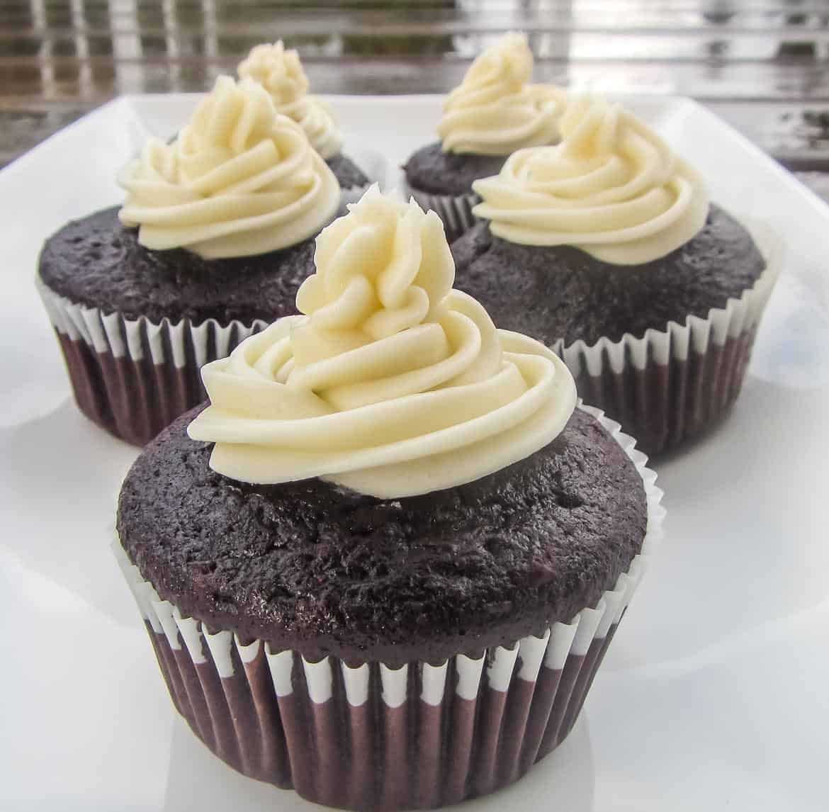 One Bowl Never Fail Rich And Moist Chocolate Cupcakes Recipe In 2020 Cupcake Recipes Chocolate Cupcake Recipes Chocolate Cupcakes Easy