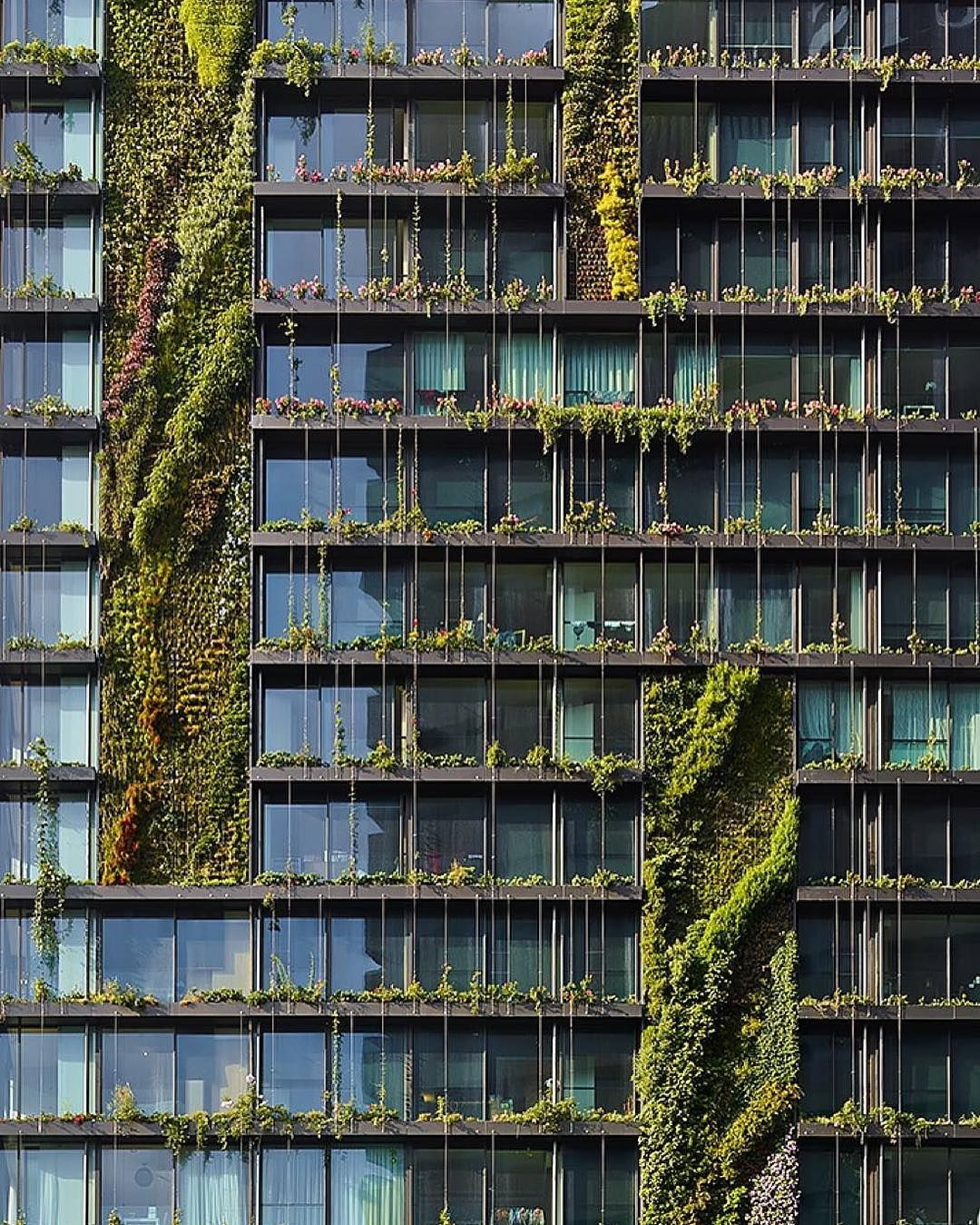 One Central Park is a new sustainable housing complex designed by Atelier Jean Nouvel and PTW Architects in partnership with botanist Patrick Blanc.  One Central Park consists of two towers joined by a base containing shops near Sydney harbour.  Photographer: Murray Fredericks  #Sydney  #Australia  www.facebook.com/amazingarchitecture ✔️ #amazingarchitecture  #architecture  Telegram.me/amazingarchitecture ✔️ #design  #contemporary  #architecten #nofilter #architect #arquitectura  #iphoneonly…