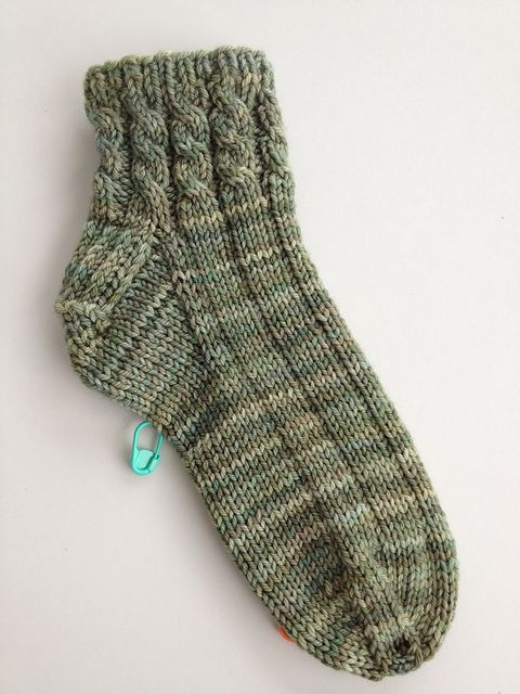 Ravelry Chitweed S Entwined House Socks A Free Knit House Sock