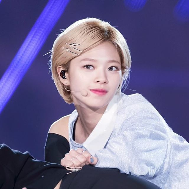 ㅡ; 161127 at Seoul Dream Concert ©Jeongyeonstudio 🌴🌴🌴 #jungyeon #정연 #twice #트와이스 #sixteen #TT #티티