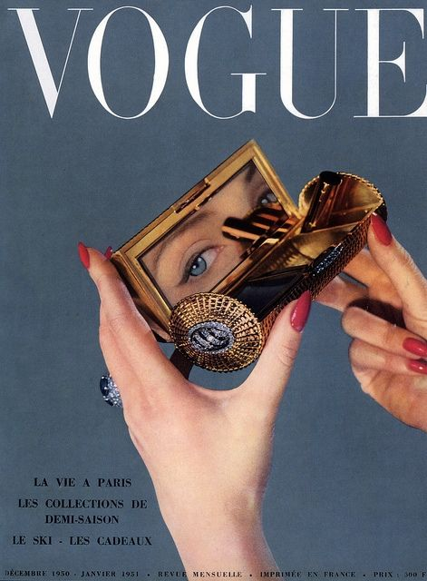 A quick, completely chic touch-up. #vintage #Vogue #cover #1950s #makeup #compact