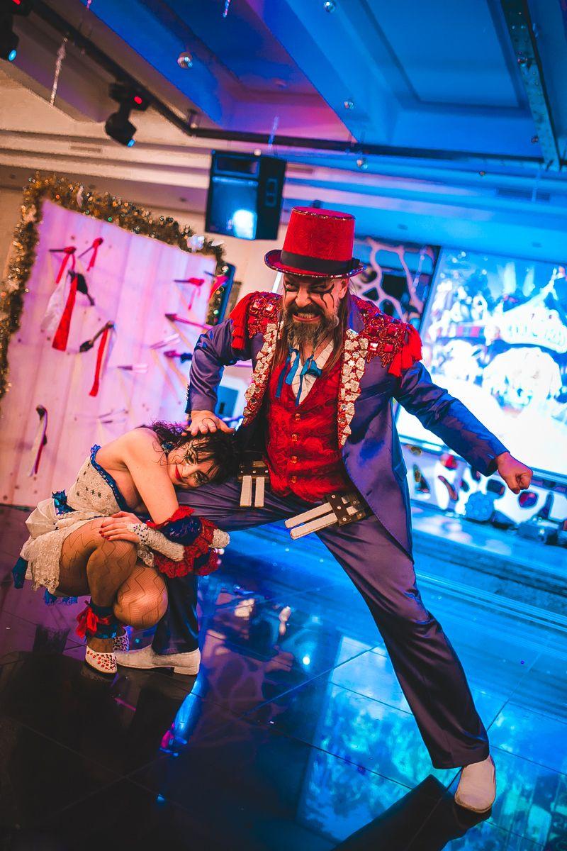 Knife Throwing Show Big top circus, Film music books