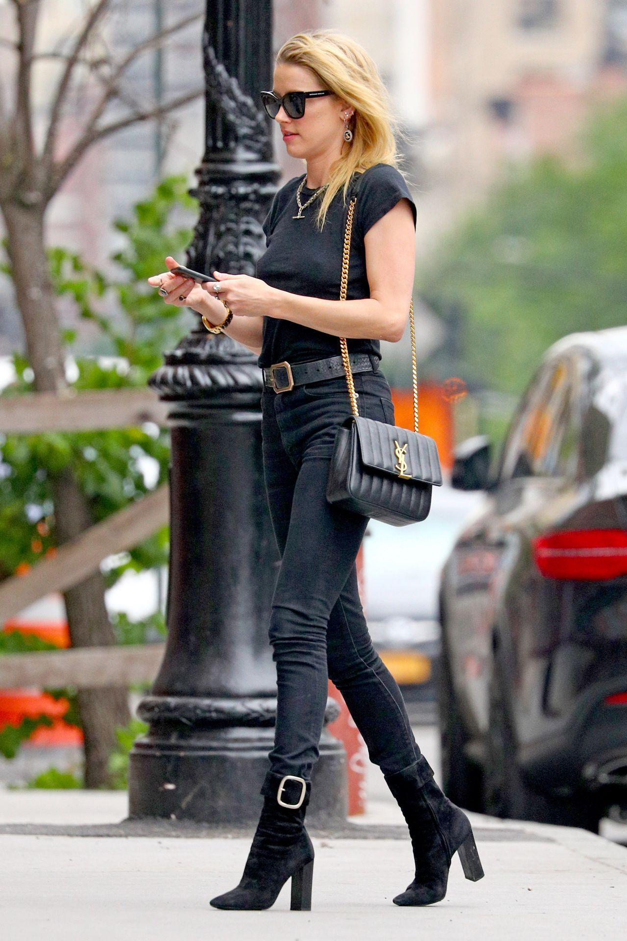 Amber heard casual style arriving in sydney new pictures