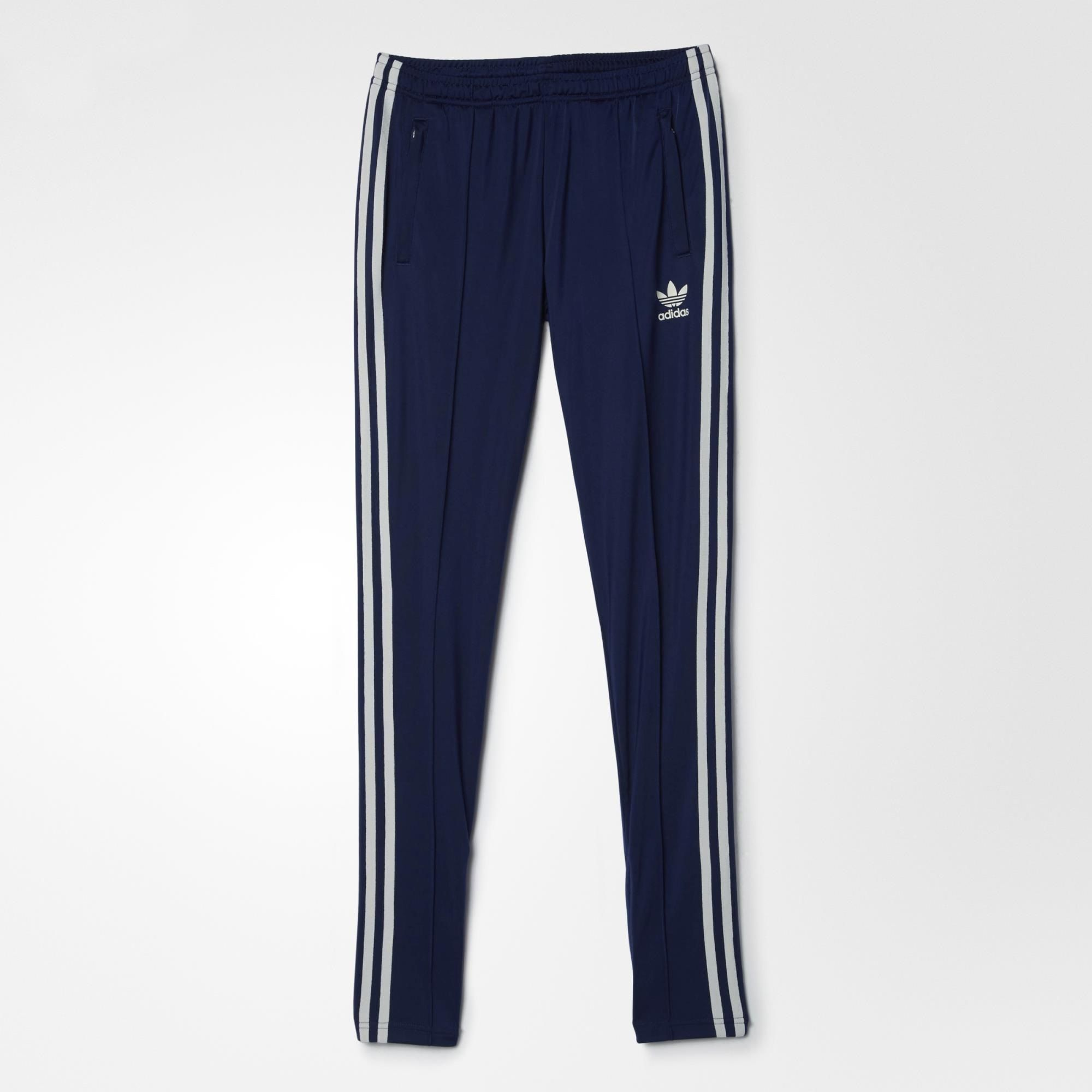 These women's track pants merge a sporty style with a sleek and flattering fit. They feature ankle zips for easy on and off, and a soft brushed fabric inside for a cosy feel.