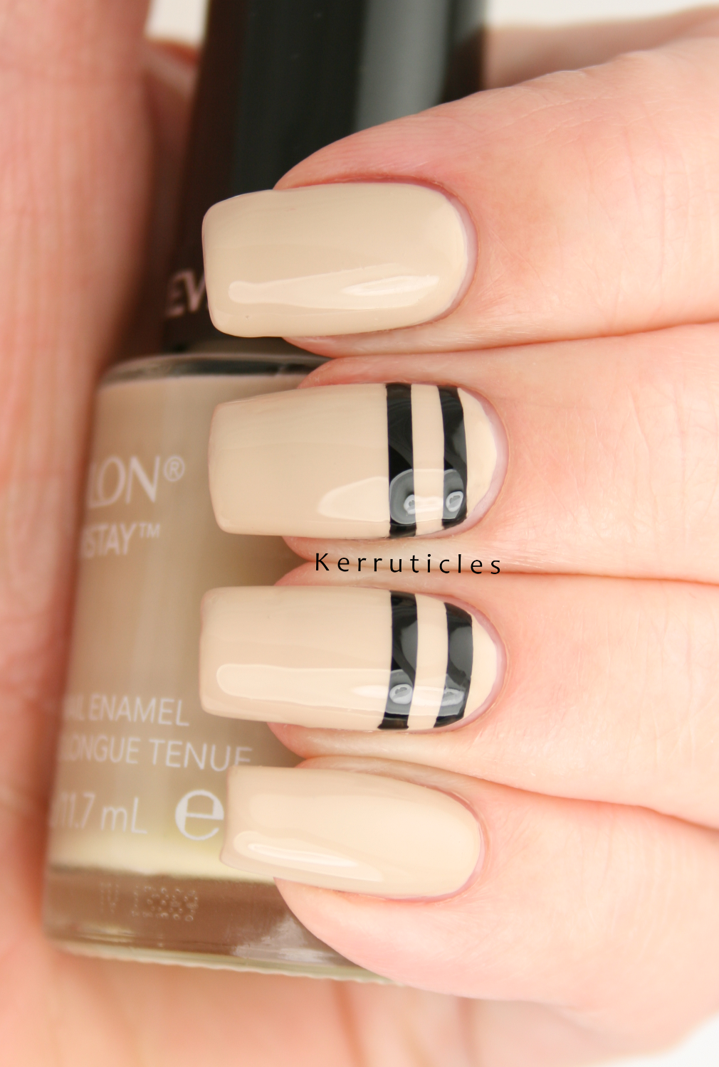 Stencilled+black+stripes+on+beige+and+a+giveaway