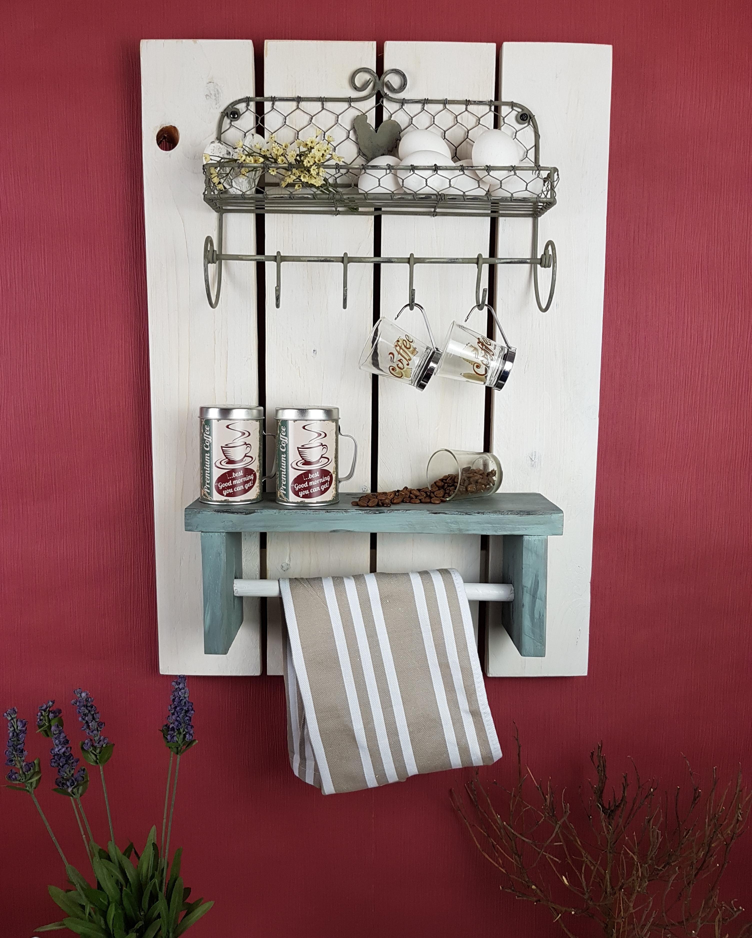 Küchenregal mit Körbchen