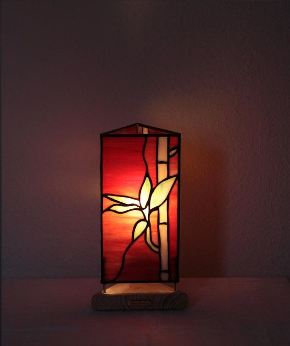 Our Stained Glass Tiffany Style Table Lamp Bamboo Www Mana Glaskunst De Farbe Fur Glas Glaskunst Tiffany Lampen