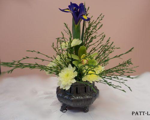 composition de ce bouquet gen ts iris orchid e. Black Bedroom Furniture Sets. Home Design Ideas