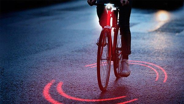 De BikeSphere projecteert een veilige ring om je fiets