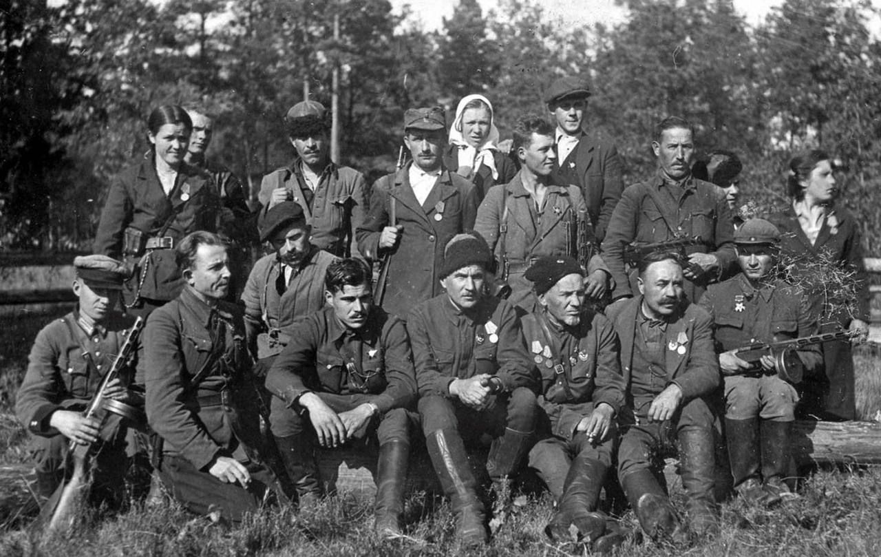 Hero Of The Soviet Union Sidor Kovpak Surrounded By Partisans Of Sumy Union World War Ii World War Red Army