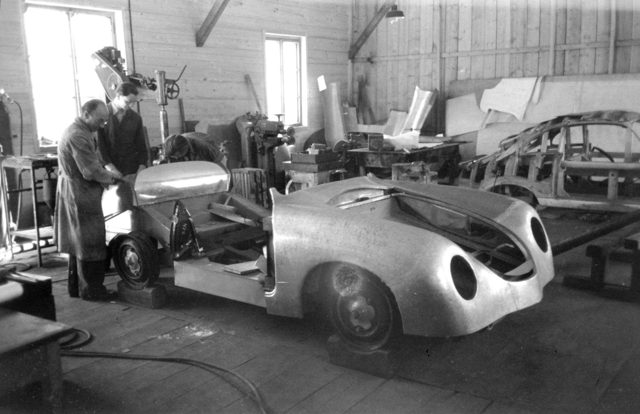 https://www.heacockclassic.com/wp-content/uploads/Porsche-Production-of-type-356.jpg