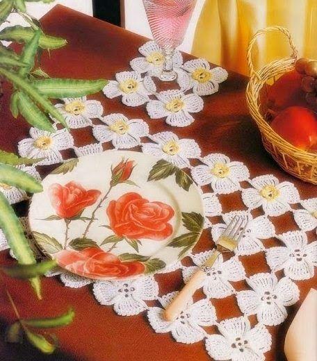 CROCHE COM RECEITA: Americanos florais em crochê, Crochet doily or runner