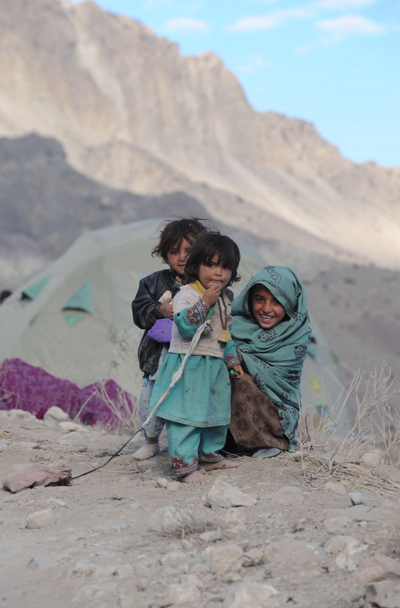 #Pakistan #Pakistanichildren #childrenoftheworld #disasterrelief #shelter #warmth #dignity