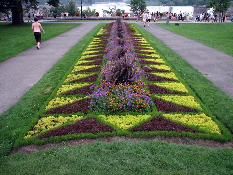 City views :: Niagara Falls - a flower bed :: Ontario Photos, Canada :: N7911 #flowerbeds
