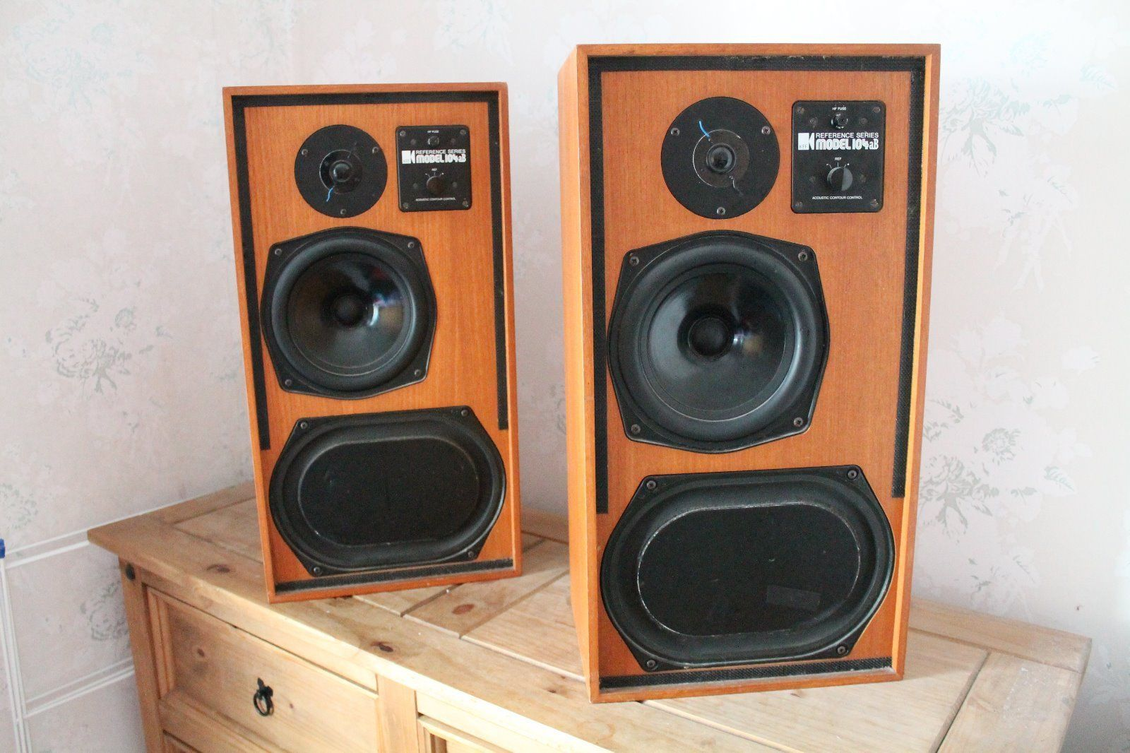Kef 104ab http://www.kef.com/html/us/explore/about_kef/museum/1970s/Reference_Series_104/index.html