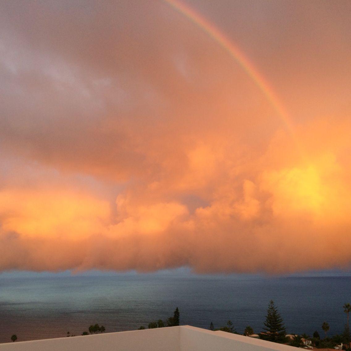 Amanecer con rainbow en casa