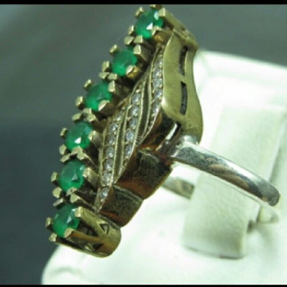 New genuine emerald and 925 silver ring Antique style gorgeous ring all genuine I have a few sizes Jewelry Rings