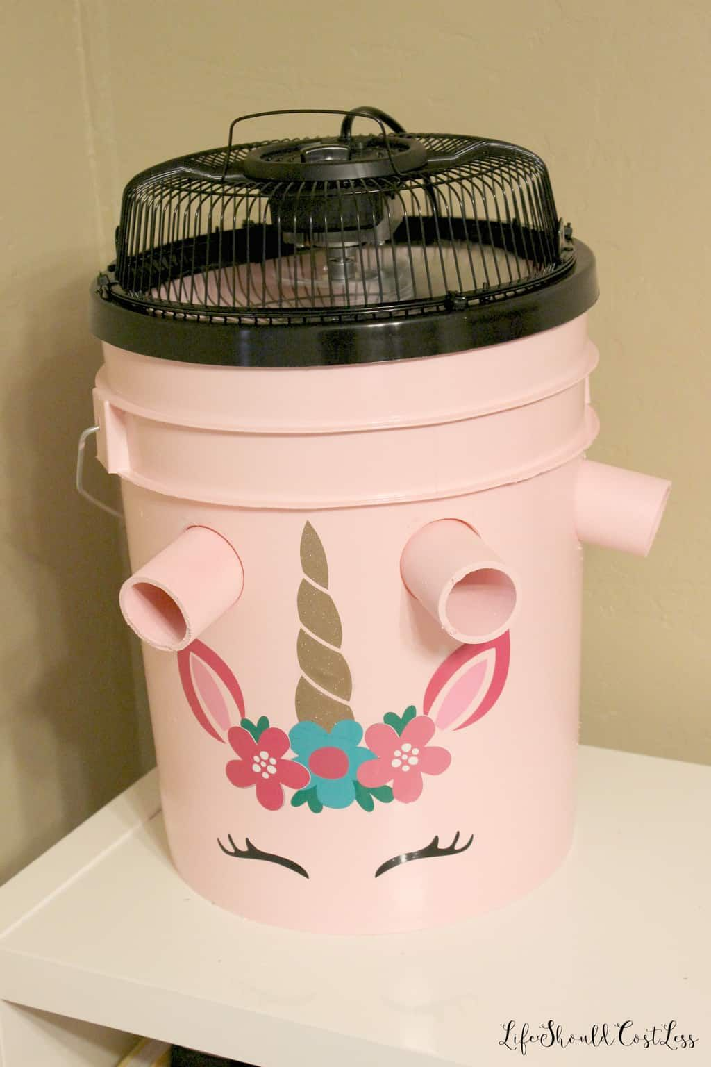 How To Make A Five Gallon Bucket A C Unit With Option To Make A Cute One Too Life Shou Bucket Air Conditioner Diy Air Conditioner Homemade Air Conditioner