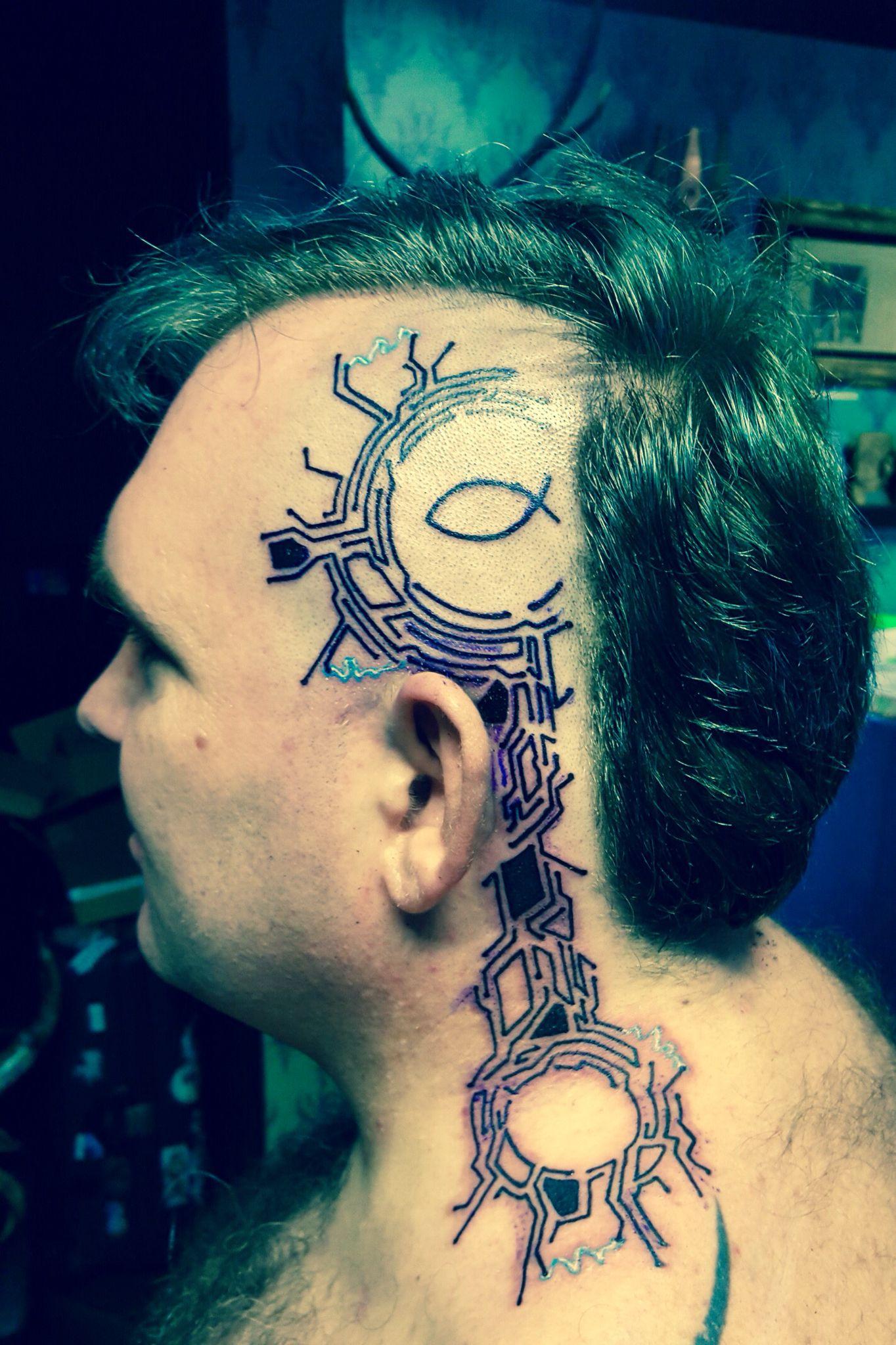 cyberpunk tattoo on head cyborg tattoo cyberpunk tattoo schaltkreise am kopf circuit. Black Bedroom Furniture Sets. Home Design Ideas