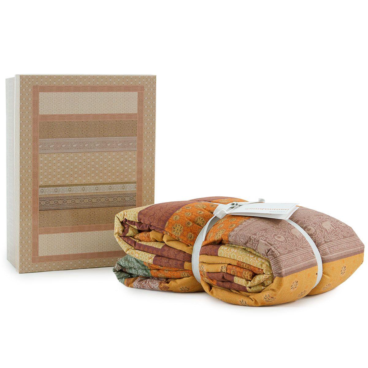 Grand Foulard trapuntato Cortona di Bassetti e la sua confezione. Una raffinata idea regalo. www.carillobiancheria.it