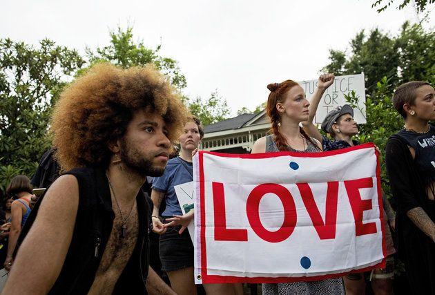16 Photos Of White Allies Protesting Alongside Black Lives Matter