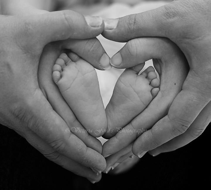 Family picture newborn photo shoot starring baby feet and parents hands