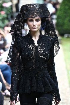 Kuvahaun tulos haulle fahad hussayn fw 2010 pakistan fashionweek my awkward musen