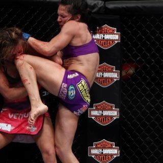 Miesha Tate Got Finished Last Night In The 2nd Ever Women S Mma Fight In Ufc Tko Via Knees Elbows Of Cat Zingano Cat Zingano Ufc Fighters Mma