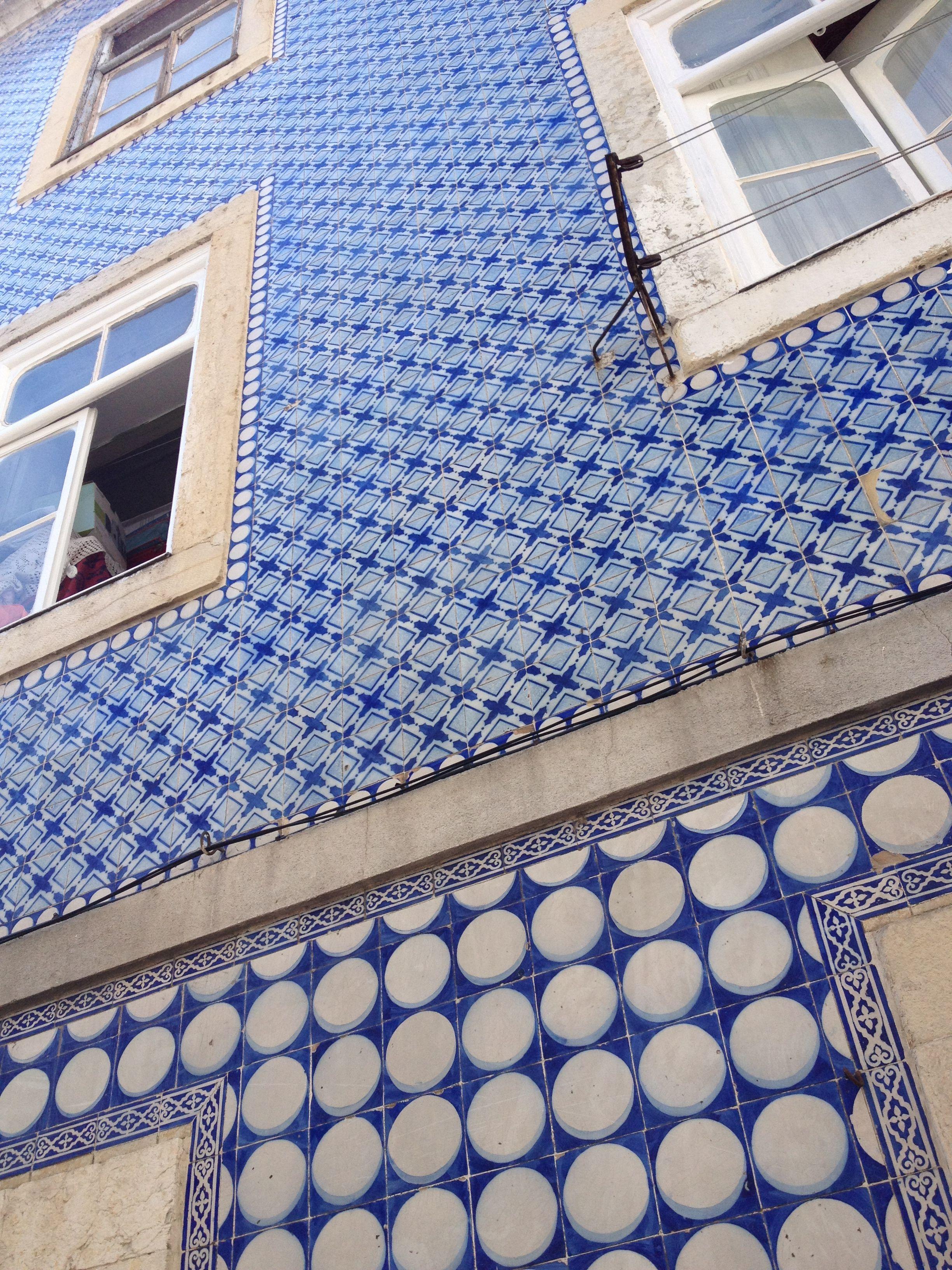 Beautiful Old Building Covered With Blue White Tiles Lisbonlocals Lisbon Portugal Tw Lisbonlocals Com Portuguese Tiles Handcrafted Tile Blue Tiles