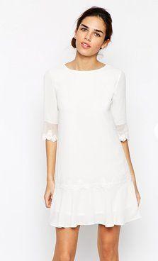 Pin for Later: Les Meilleures Robes de Mariée du Web  Elise Ryan - Robe droite à basque bordée de dentelle et taille basse (70€)