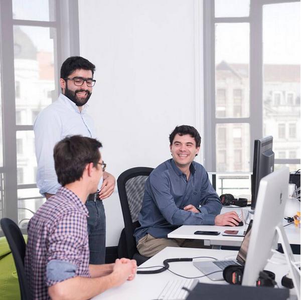 Gostaria de saber quem é a equipe por trás de Todoist? Este é um flagra do nosso escritório em Porto, Portugal #Todoist #Porto