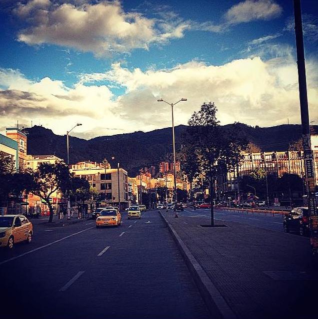 Calle 85 con 16 - Límite entre los barrios Antiguo Country y El Virrey.