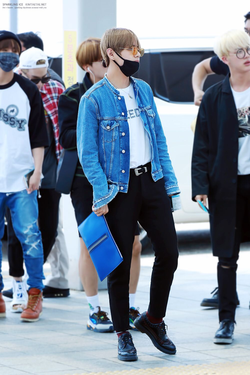 Bts V Taehyung Airport Fashion Kpop Idol Fashion Pinterest Airport Fashion Bts And Fashion