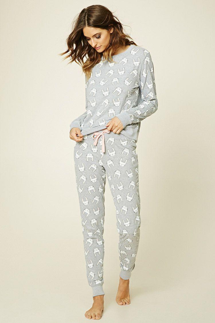 Pijama Conejos. Encuentra este Pin y muchos más en Forever 21 ... 9d7bea953f3e