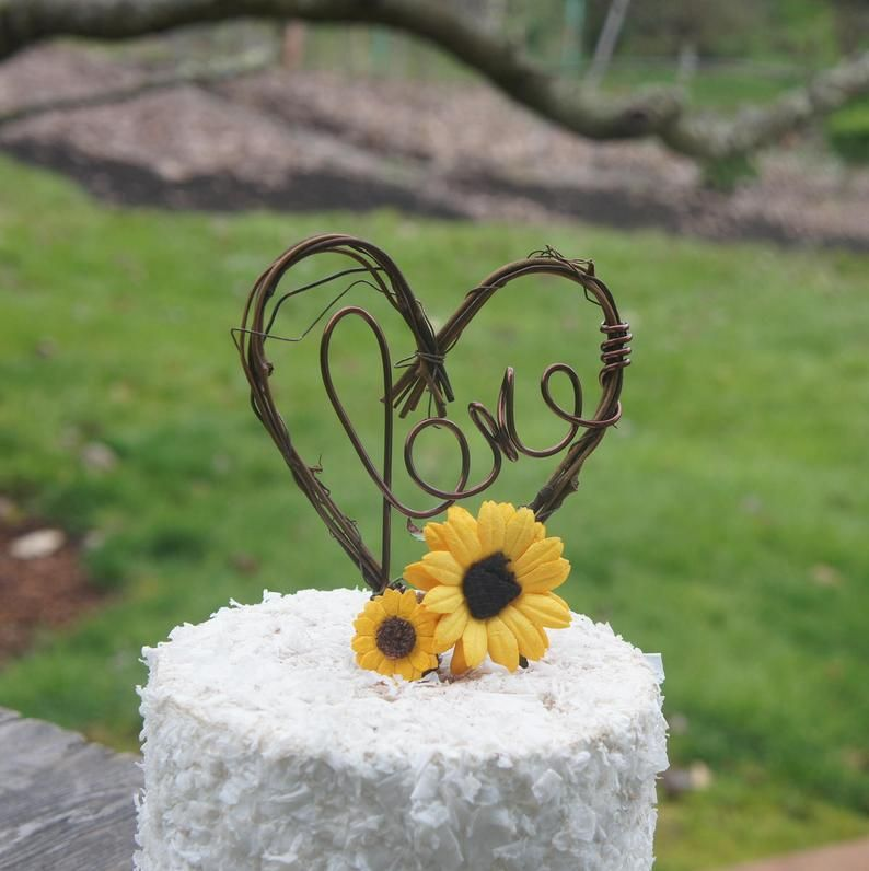 Grapevine cake topper with sunflowers for autumn wedding