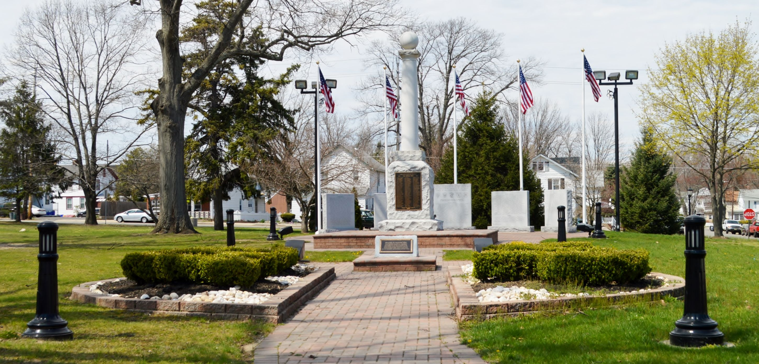 The Veteran S Memorial Displays The Names Of The 350 Veterans Who Served Their Country In Times Of War Veterans Memorial Middlesex County Memories