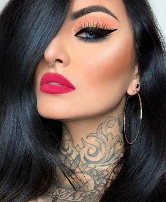 El bello arte de aplicar maquillaje …