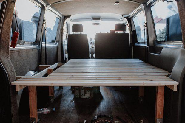 Campervan Selbstausbau Das Bett im VW T5 Transporter (mit